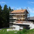 27.08.2014 - Herbst, eine schon fast kitschige Jahreszeit. Die Fassade will vor dem Wintereinbruch noch geschlossen werden.
