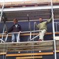 20.06.2015 - Das Vordachgestell aus CNS raufgezogen mit Hilfe von Bruno und Kurt.