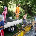 12.08.2014 - Die Bocciabahn wird mit Beton abgeschlossen. Diesen kulturverständigen Mitarbeitern sei Dank.