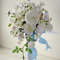 オードリー カップ咲きのバラのアーティフィシャルフラワーのキャスケードブーケ