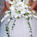 生花のアマリリスの横長のクレッセントブーケ