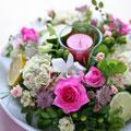 フレッシュフラワークラス ピンク系のバラとハーブのテーブルリース
