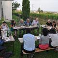 Gemeinsames Abendessen im Garten vom Künstlerhaus