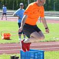 Sportlich, sportlich 2: Landrat und Schirmherr Wilhelm Schneider beim Seilhüpfen.