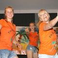 Zumba am Strand. Auch Leiterin Sibylle Herrmann (vorne rechts) sowie Animateurin Luisa (vorne links) hatten ihren Spaß.