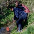 Die Erzieherinnen bei ihrer Fortbildung in der Natur.