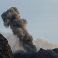 Endlich! Am 5. Abend zeigte sich der Iddu von seiner guten Seite! Der Nordostkrater ist wieder aktiv und erzeugte stärkere Explosionen.