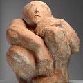 """Hockender""2006, H 64 cm, Terrakotta (Foto H.W.Kunze)"