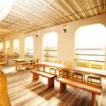 ショールームの床は竹フローリング、壁は珪藻土でできています。