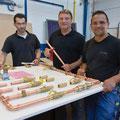Von links nach rechts Stefan Wolf, Siegfried Limberger, Lehrlingswart der Innung SHK und Prüfungsvorsitzender, Nico Manz, Berufsschullehrer