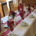 Tischdeko in Rot mit Spitze