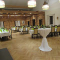 Geburtstag im Saal, ca. 60 Personen, freier Platz wird für Empfang und Kuchenbuffet genutzt
