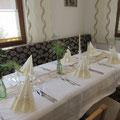 gedeckter Tisch im Stüberl
