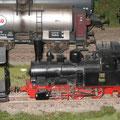 Spur 0e Minex Dampflokomotive, Märklin Artikelnummer 3400, im Zentrum eines Moduls am Stand der vorwiegend im Deutschsprachigen Raum tätigen Internationalen Arbeitsgemeinschaft Spur 0 (ARGE Spur 0).