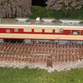 Details eines Dieselhydraulischen Triebzuges Baureihe Kiha 82 der Japanischen Staatsbahnen (JNR) auf massstäblichen Kapspur Geleisen der Spur 0J, mit einer Modellspurweite von 24 mm, im Massstab 1:45, auf einer Modulanlage von Nippon Rail Swiss.
