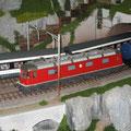 Hervorragendes Detail der Modulanlage der Modulgruppe Wangen bei Olten. Auf dem Bild rote SBB Re 6/6 mit 11605 Uster mit Tankwagen im Vordergrund und weiss-rot-schwarze EW IV im Hintergrund.