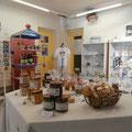 Espace boutique de la Maison du Lac et de la Forêt, produits du terroir © Office de Tourisme de Sillé le Guillaume