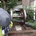 蒸気機関車の主動輪((平塚幼稚園の入口前)