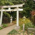 岡元公園民家園に接する岡本八幡神社 長~い石段に二の足