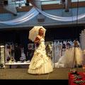Hochzeitsmesse Lüdenscheid Januar 2011 (Veranstalter VTR-VFDS Halver), Brautkleid BrautmodePracht  Designer Mode, Schirm  Anja H, Foto Anja H.