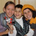 Freude über die Geschenke und die kommenden Ferien bei Groß und Klein!