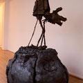 """""""Menine (Falke Schloß Neuschwanstein)"""", 1999 - 2012 Bronze, Stahl, Steingut hoch gebrannt, 155 x 110 x 100 cm"""