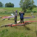 Claudi und Mandy beim Windmessen