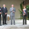Claude THOREAU évoque la mémoire de son père en présence de Monsieur Jacheet à gauche et de Madame le Maire de Boigny Michèle Fouliard à droite