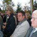 La fille de Marc O'Neill à gauche, Monsieur Gérard Picard, adjoint au maire de Boigny sur Bionne au centre,