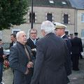 De gauche à droite : Monsieur Poulain, Conseiller Général du canton de Briare, Jacques Girault, Conseiller général du canton de Chatillon sur Loire, Maire d'Autry le Chatel, et à droite le Colonel Luc de Rancourt de Mimérand