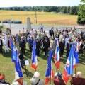 Porte drapeaux et personnalités sur la place du Monument aux morts de Saint loup de Gonois