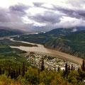 Vereinigung von Klondike- und Yukon River in Dawson City