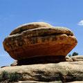 Der Stein erinnert an eine riesige Muschel