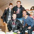 Marco Wölfli (Mitte) und Scott Sutter (rechts) mit ihren Fans.
