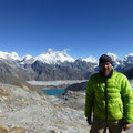 im Aufstieg zum dritten Paß, dem Renjo La ; im Hintergrund Everest, Lhotse und Nuptse und der See bei Gokyo
