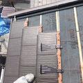 岐阜では、雪止め金具は一枚づつ取り付けます。