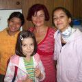 Arisa, Jessica und Mariana, Schülerinnen der Oberschule Triesen mit Rajka Poljak Franjević (30.10.2010 - KUNSTZEIT Vernissage, Oberschule in FL-Triesen)
