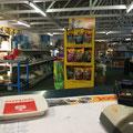 Blick vom Verkaufstresen in den Laden