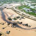 佐賀県集中豪雨で鉄工所の油槽から大量の油流出