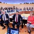 各国首脳が集って話し合いが進められる