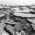地震による大規模地割れ