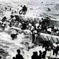 沈没した紫雲丸から脱出する乗客