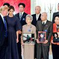 拉致被害者家族会写真を掲げて協力を依頼