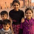 ..mit ihren Geschwistern, wollten sich unbedingt fotografieren lassen