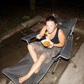 """Letzter Abend vor Einzug in unser Haus. Nicky beim Spaghetti Essen auf ihren """"Pregnancy Chair"""""""