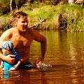 kühles Bad in einem der vielen Wasser Reservoire in den McDonnel Ranges