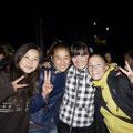 Party mit jungen Kirgisinnen