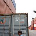 und verschlossen wird der Container