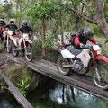 Fluss ist zu tief für Motorräder