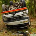...auch in Nepal sind spektakuläre Unfälle an der Tagesordnung.